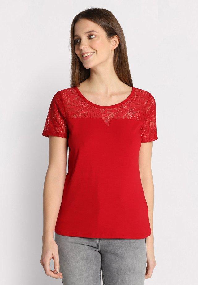 MIT KURZEN ÄRMELN - T-shirt imprimé - rouge foncé