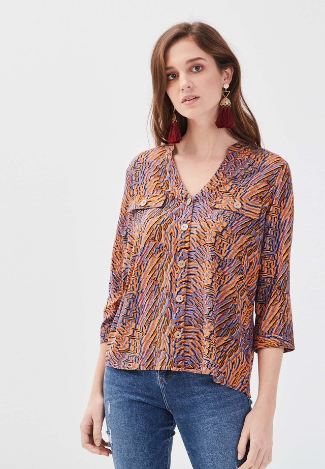 MIT 3/4-ÄRMELN - Blouse - orange