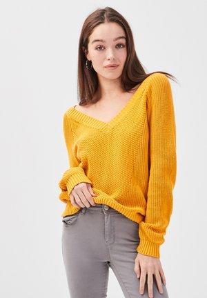 MIT V-AUSSCHNITT - Jersey de punto - yellow