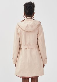 Cache Cache - MIT GÜRTEL - Trench - light brown - 2