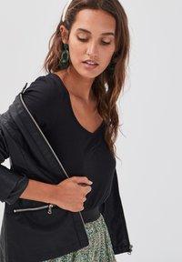 Cache Cache - MIT REISSVERSCHLUSS - Faux leather jacket - black - 3