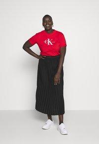 Calvin Klein Jeans Plus - MONOGRAM STRAIGHT - Print T-shirt - fiery red - 1