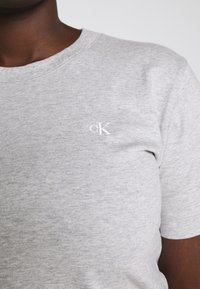 Calvin Klein Jeans Plus - EMBROIDERY TEE - Basic T-shirt - light grey heather - 4