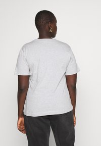 Calvin Klein Jeans Plus - EMBROIDERY TEE - Basic T-shirt - light grey heather - 2