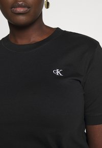 Calvin Klein Jeans Plus - EMBROIDERY TEE - Basic T-shirt - ck black - 4