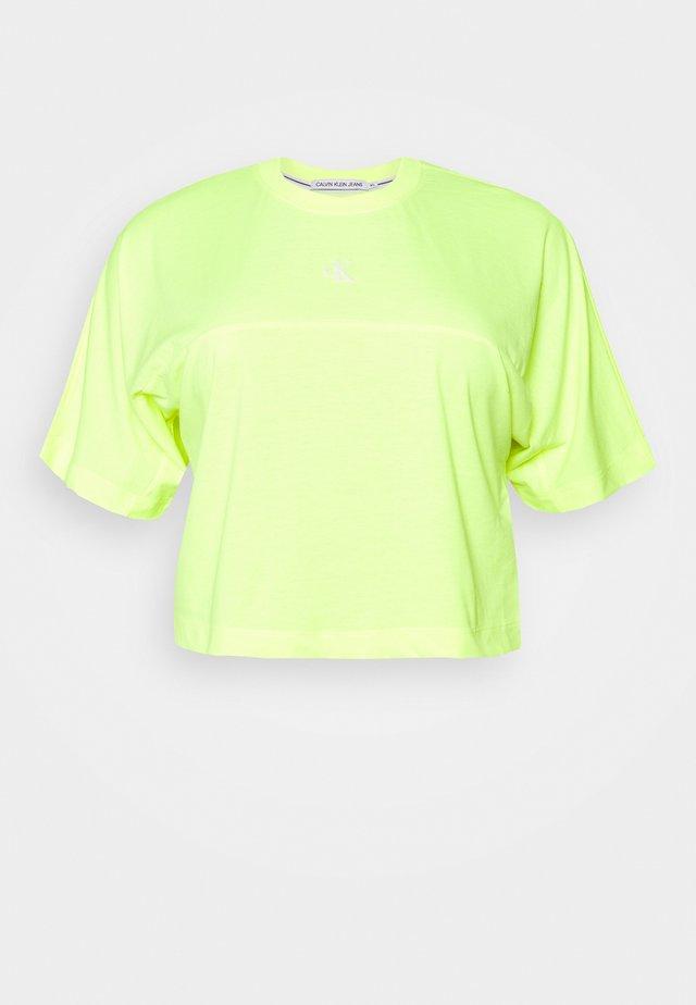 PLUS PUFF BACK LOGO TEE - Print T-shirt - yellow