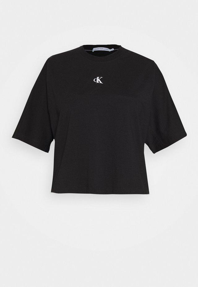 PLUS PUFF BACK LOGO TEE - Print T-shirt - black