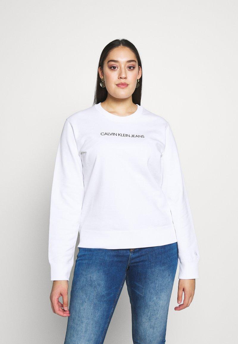 Calvin Klein Jeans Plus - INSTITUTIONALCREW NECK - Sweatshirt - bright white