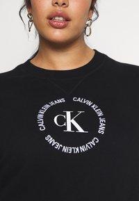 Calvin Klein Jeans Plus - PLUS ROUND LOGO RELAXED  - Sweatshirt - black - 4