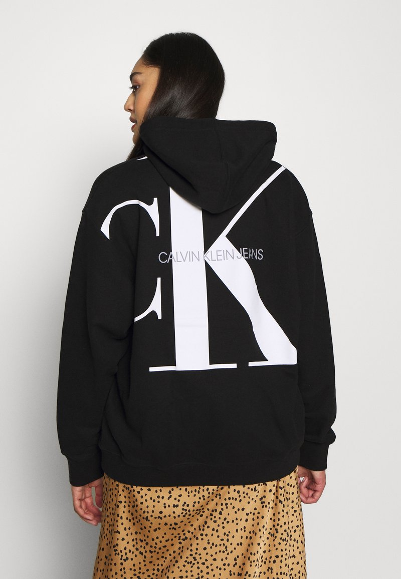 Calvin Klein Jeans Plus - PLUS LARGE HOODIE - Hoodie - black