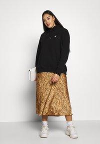 Calvin Klein Jeans Plus - PLUS LARGE HOODIE - Hoodie - black - 1