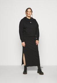 Calvin Klein Jeans Plus - PUFF PRINT LOGO HOODIE - Hoodie - black - 1