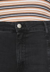 Calvin Klein Jeans Plus - PLUS HIGH RISE SKINNY ANKLE - Jeans Skinny Fit - black - 6