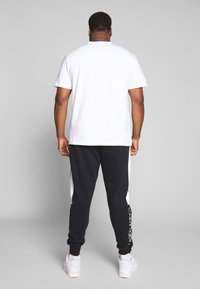 Calvin Klein Jeans Plus - PLUS INSTIT LOGO TEE - Print T-shirt - bright white/ black - 2