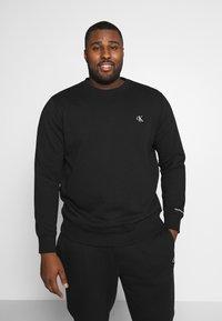 Calvin Klein Jeans Plus - PLUS ESSENTIAL - Sweatshirt - black - 0