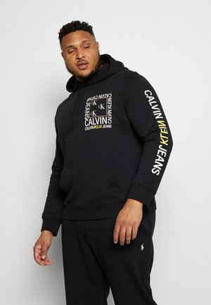 PLUS FLYER PLACEMENT HOODIE - Hoodie - black