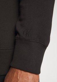 Calvin Klein Jeans Plus - TAPING THROUGH - Sweatshirt - black - 3