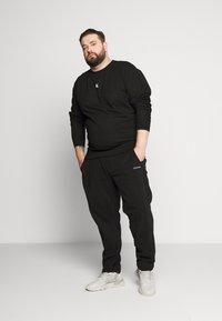 Calvin Klein Jeans Plus - Sweatshirt - black - 1