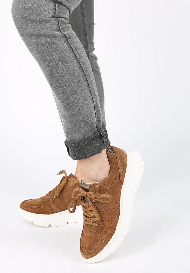 Sneakers - braun-mittel