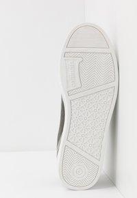 Carrera Footwear - UNDER - Trainers - ciment - 4