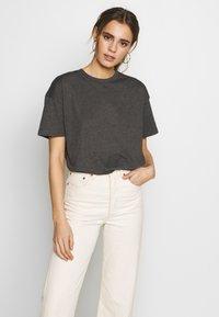 Common Kollectiv - BOX FIT FLASH TEE - T-shirt imprimé - charcoal - 3