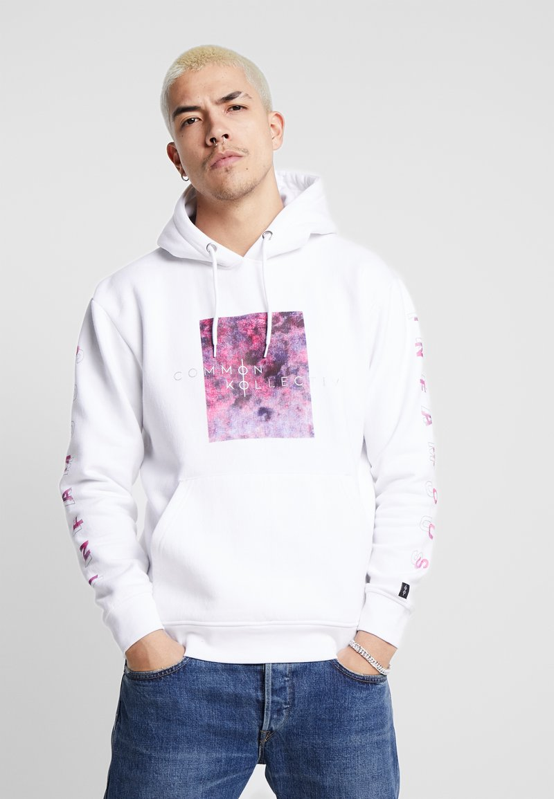 Common Kollectiv - UNISEX SLEEVE PRINTED BLOCK HOODIE - Jersey con capucha - white