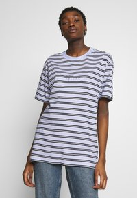Common Kollectiv - UNISEX STRIPED LOGO PRINTED WHIP TEE - T-shirt imprimé - blue - 3