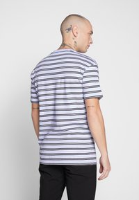 Common Kollectiv - UNISEX STRIPED LOGO PRINTED WHIP TEE - T-shirt imprimé - blue