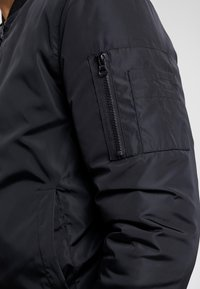 Common Kollectiv - UNISEX UTILITY SMASH JACKET - Blouson Bomber - black - 6