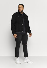 Common Kollectiv - PLUS SCRATCH RIPPED KNEE - Jeans Skinny - black - 1