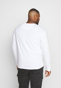 Common Kollectiv - PLUS LONG SLEEVE SLOGAN PRINTED ARCADE TEE - Top sdlouhým rukávem - white - 2