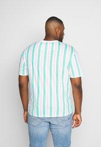 Common Kollectiv - PLUS STRIPED - Print T-shirt - white - 2