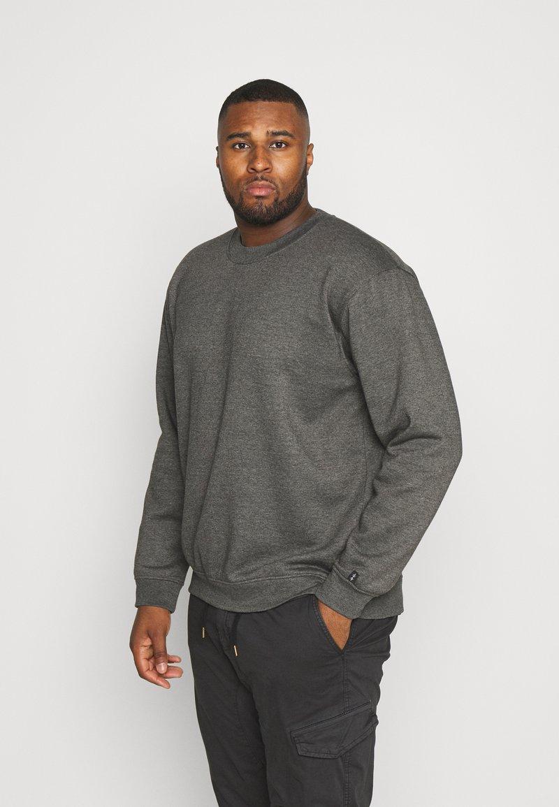 Common Kollectiv - PLUS FLASH CREW NECK  - Sweatshirt - charcoal