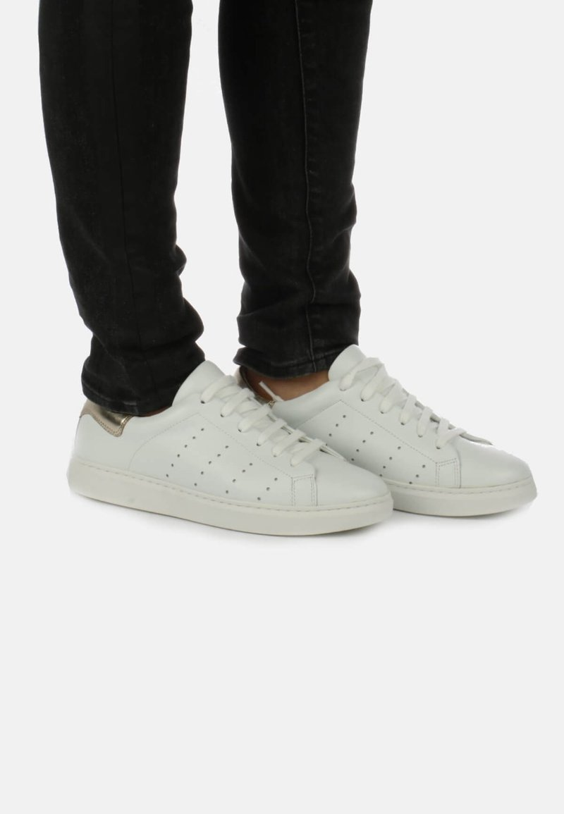 Cartoux - Sneakers laag - white