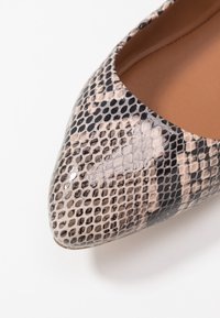 Copenhagen Shoes - SNAKE - Ballet pumps - beige - 2