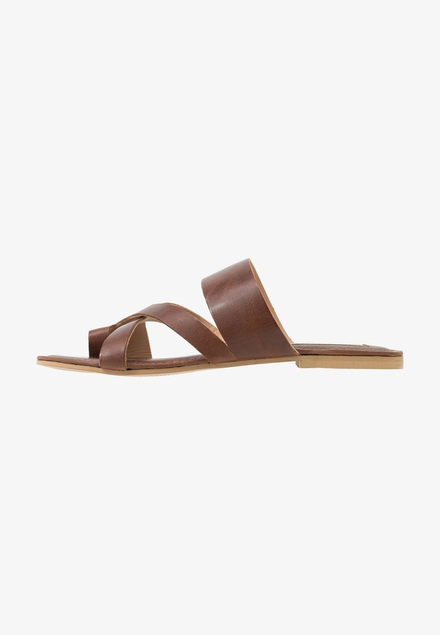 AZUMI - T-bar sandals - tan