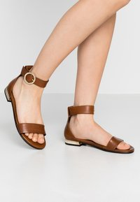 Copenhagen Shoes - DAYSI - Sandals - cognac - 0