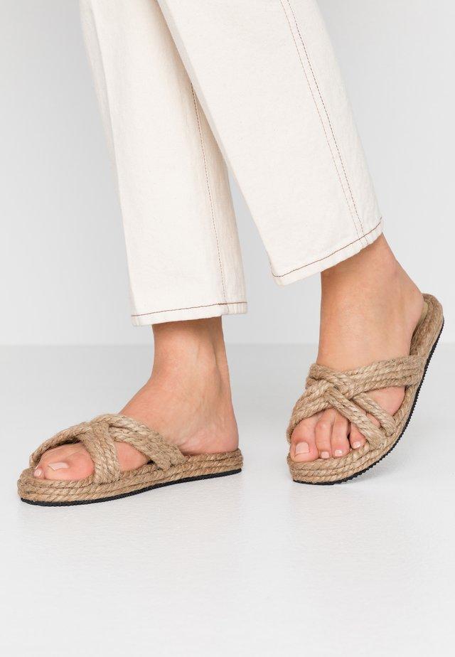 ALFIE - Pantolette flach - beige nature