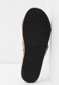 Copenhagen Shoes - ALFIE - Mules - beige nature - 6