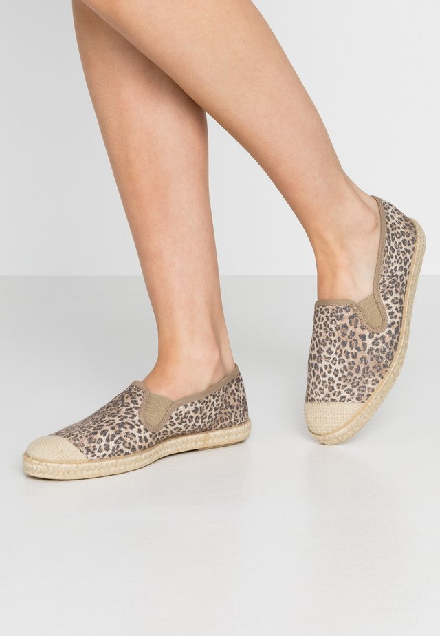 FLORENCE - Espadrilky - brown