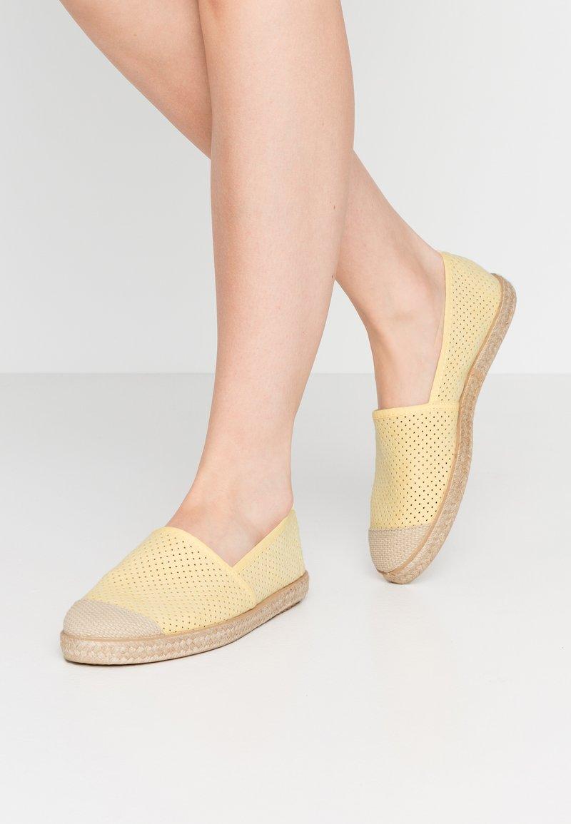Copenhagen Shoes - MAGARITA - Espadrilles - yellow