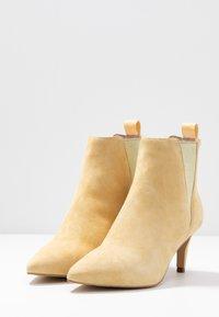 Copenhagen Shoes - SIMI - Ankelstøvler - yellow - 4