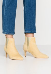 Copenhagen Shoes - SIMI - Ankelstøvler - yellow - 0