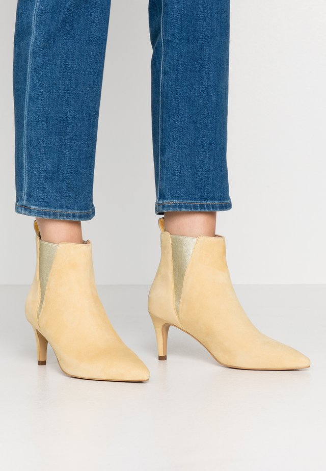 SIMI - Ankle boot - yellow