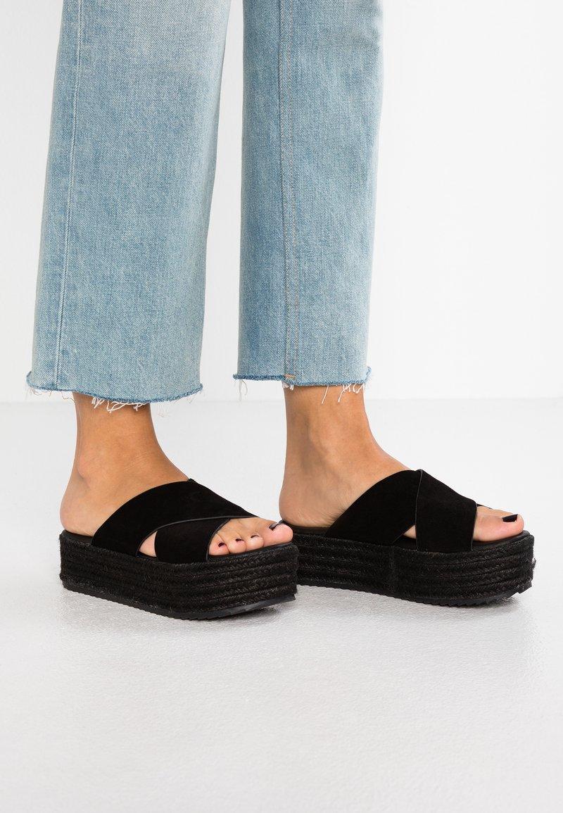 Coolway - EMMA - Pantolette flach - black