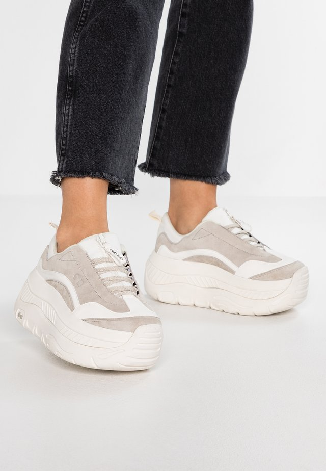 CLUSTER - Trainers - white