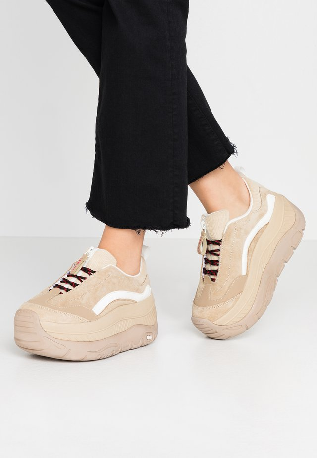 CLUSTER - Sneakers laag - sand