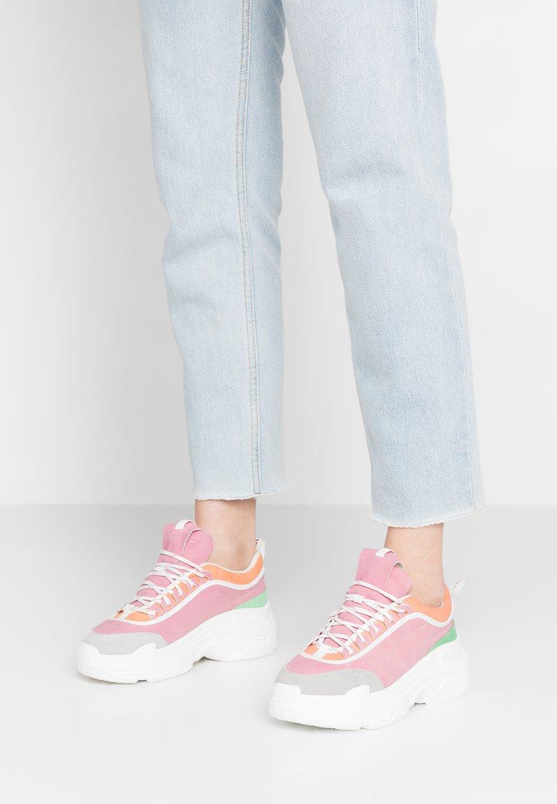 Coolway - SHILAR - Baskets basses - pink