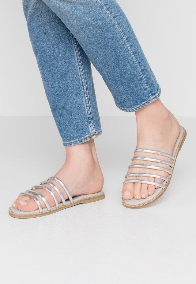 MERYL - Pantofle - silver