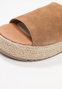 Coolway - TIRI - Mules - light brown - 2